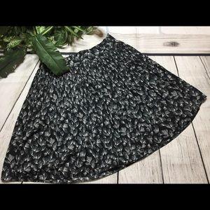 {8/$40} Merona Black & White Skirt Size Large